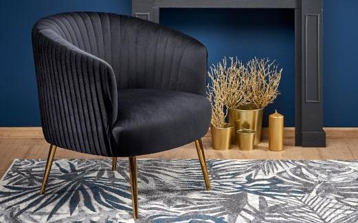 Fotele ze złotymi nogami