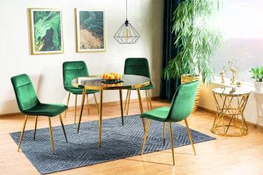 Krzesła na złotych nogach w salonie