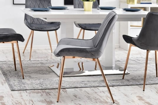 Krzesła welurowe ze złotymi nogami w sklepie Decolab24.pl