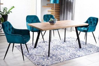 Stół w salonie-aranzacja