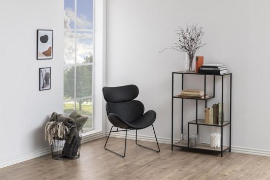 Designerski czarny fotel wypoczynkowy z ekoskóry Cazar Actona