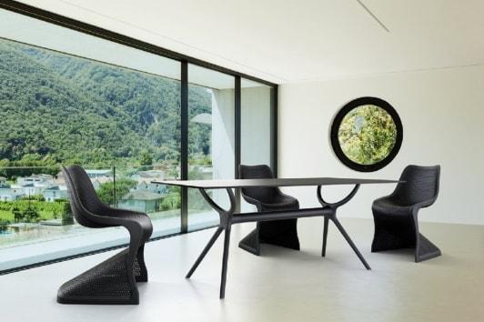 Designerskie czarne krzesło ażurowe z tworzywa Bloom Siesta.