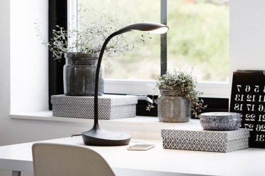 Czarna lampa biurkowa z usb Swan LED Markslojd