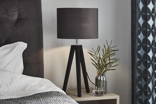 Szara lampa stołowa trójnóg z abażurem Lunden Markslojd