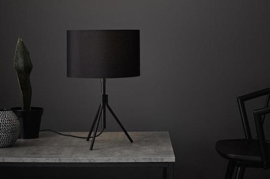 Czarna lampa stołowa trójnóg z abażurem Sling Markslojd
