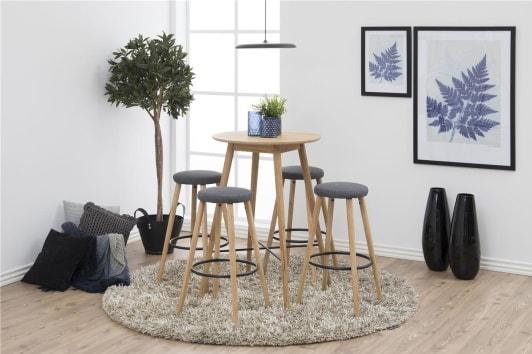 Szary stołek barowy tapicerowany na drewnianych nogach Hector Actona
