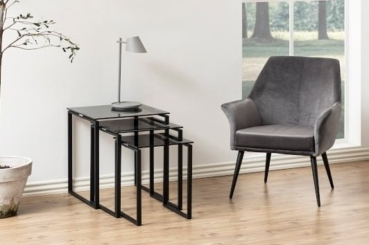 Zestaw kwadratowych stolików szklanych Katrine Actona